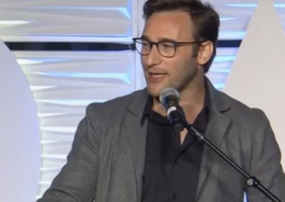 Simon Sinek: FREE BAGELS – FOLLOW YOUR HEARTBeautiful, very short and heart taking speech – 2 ways to see the world.